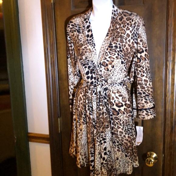 701ba020d4 Woman s cheetah print robe. NWT. Linea Donatella